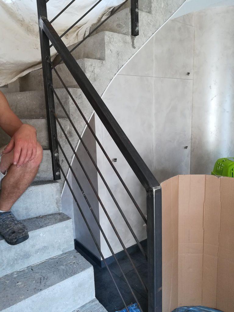 En direct: soudure de la main courante de l'escalier.