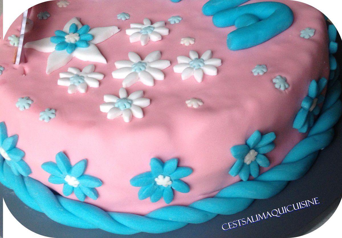 Mon premier gâteau en pâte à sucre