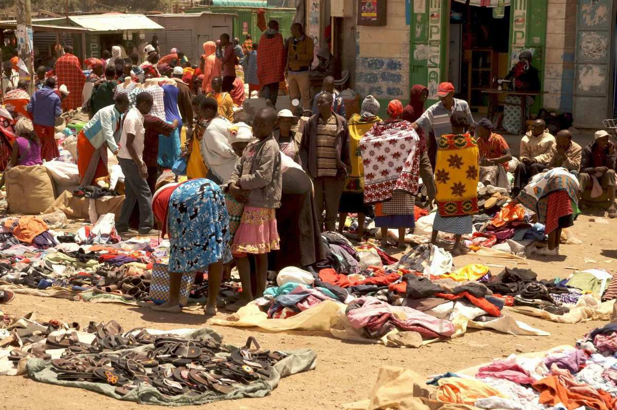 Un marché ailleurs, au Kenya chez les Masai - A simple market in Kenya, Masai area 150 km west from Nairobi