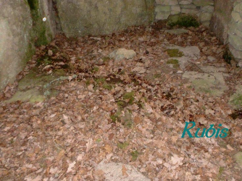 Dolmen de Goudour ou du Cluzeau ou des Boudours ou des Vergnes, Folles