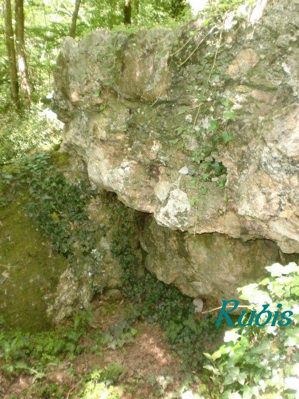 Dolmen de la Case du Loup ou de la Cabane du Loup ou de Larocal, Sainte Sabine Born