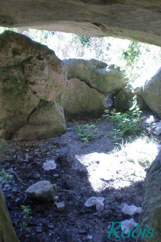 Dolmen de la Pierre Couverte de la Vacherie, Distré