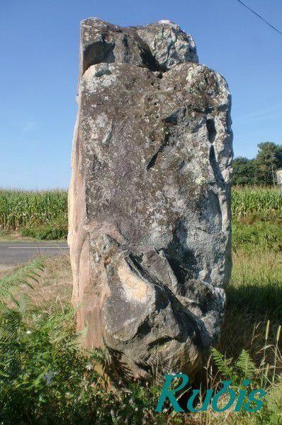 Menhir de Guillay, Larrivière
