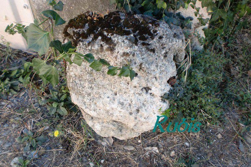 Mégalithe de la Grosse Pierre, Croix-Chapeau