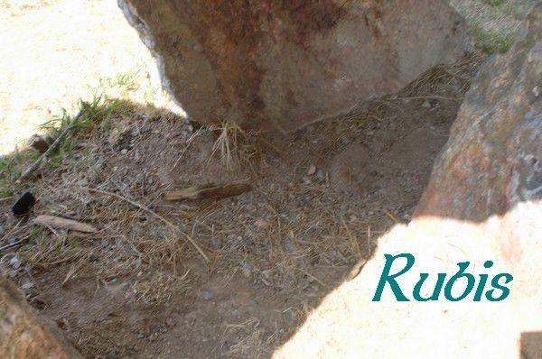 Menhir B ou faux dolmen de Rohello, Béganne