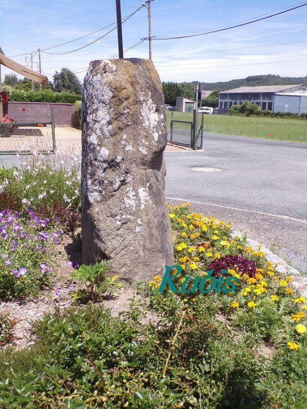 Menhir de la Croix de la Genouillère, Estivareilles