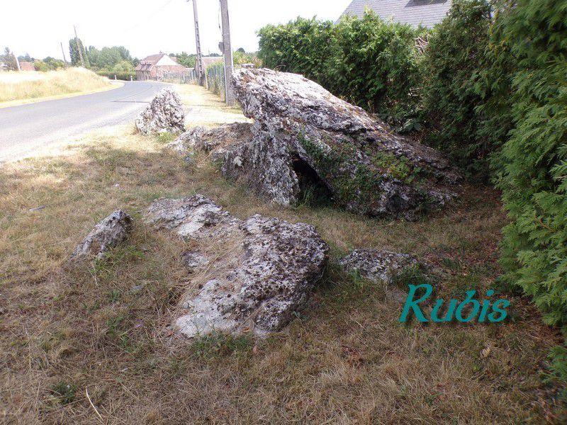 Dolmen de la Pierre Levée de la Glandée ou de la Carrière ou de la route de Lancôme, Landes-le-Gaulois
