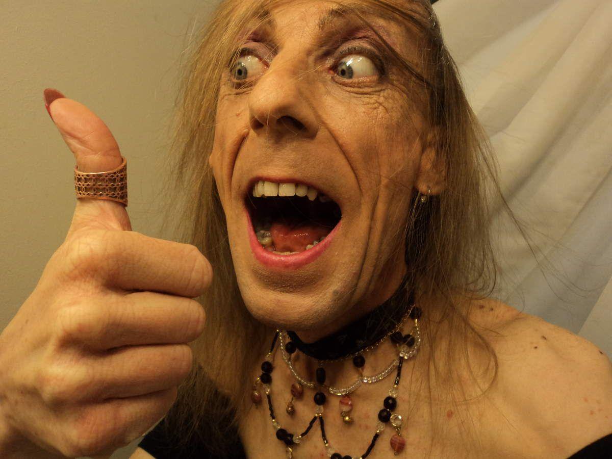 Femme trans suce son pouce Enfile-moi bague mariage Gay 84 efféminé  ouvre bouche Cochonne aime like drôle vilaine 13