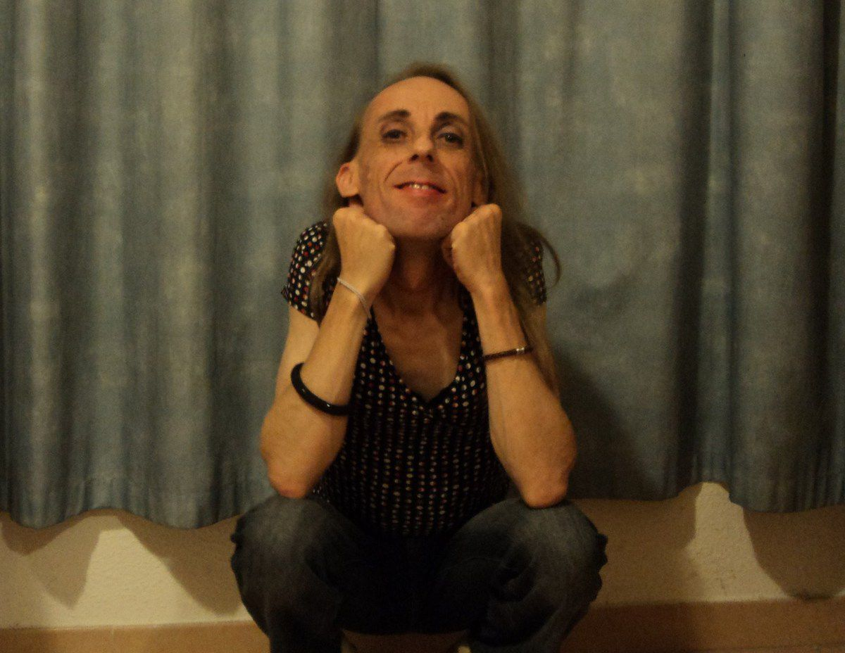 Petit gay coquet taille fine poids plume du Vaucluse silhouette twink smooth dialogue mature la quarantaine
