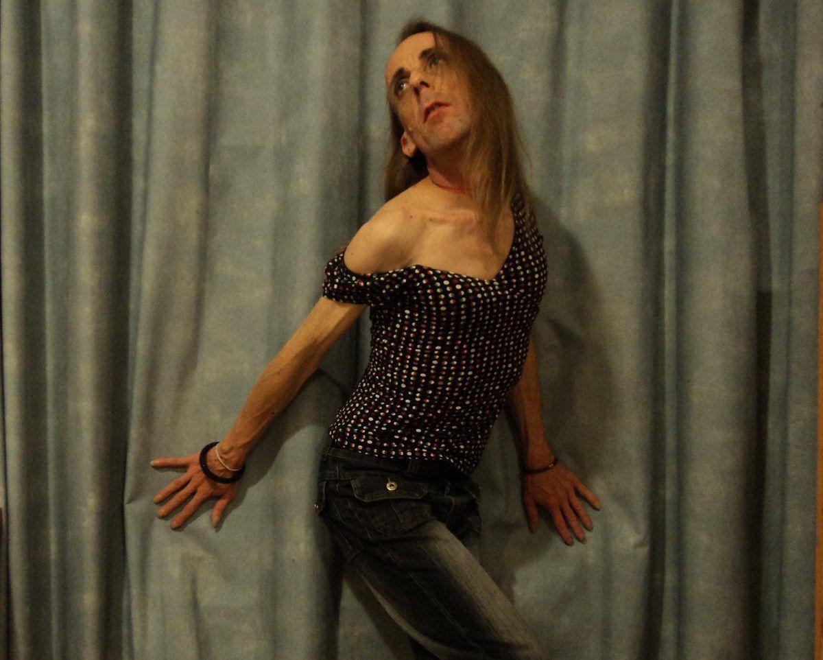 Jolie petite blonde sensuelle très mince trans Avignon Travestie maigrichonne 160cm-48kg belle frimousse go gay