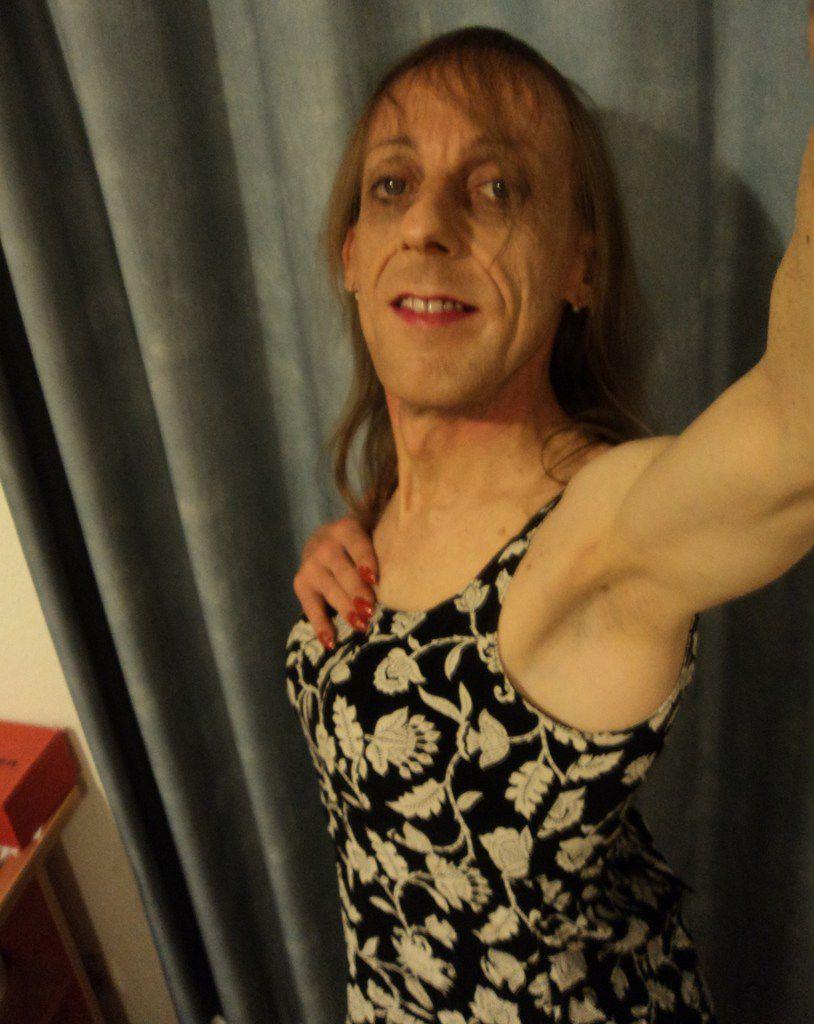 Femme transgenre travestie Avignon, écrivaine blogueuse quadragénaire, danseuse talentueuse sur talons aiguilles