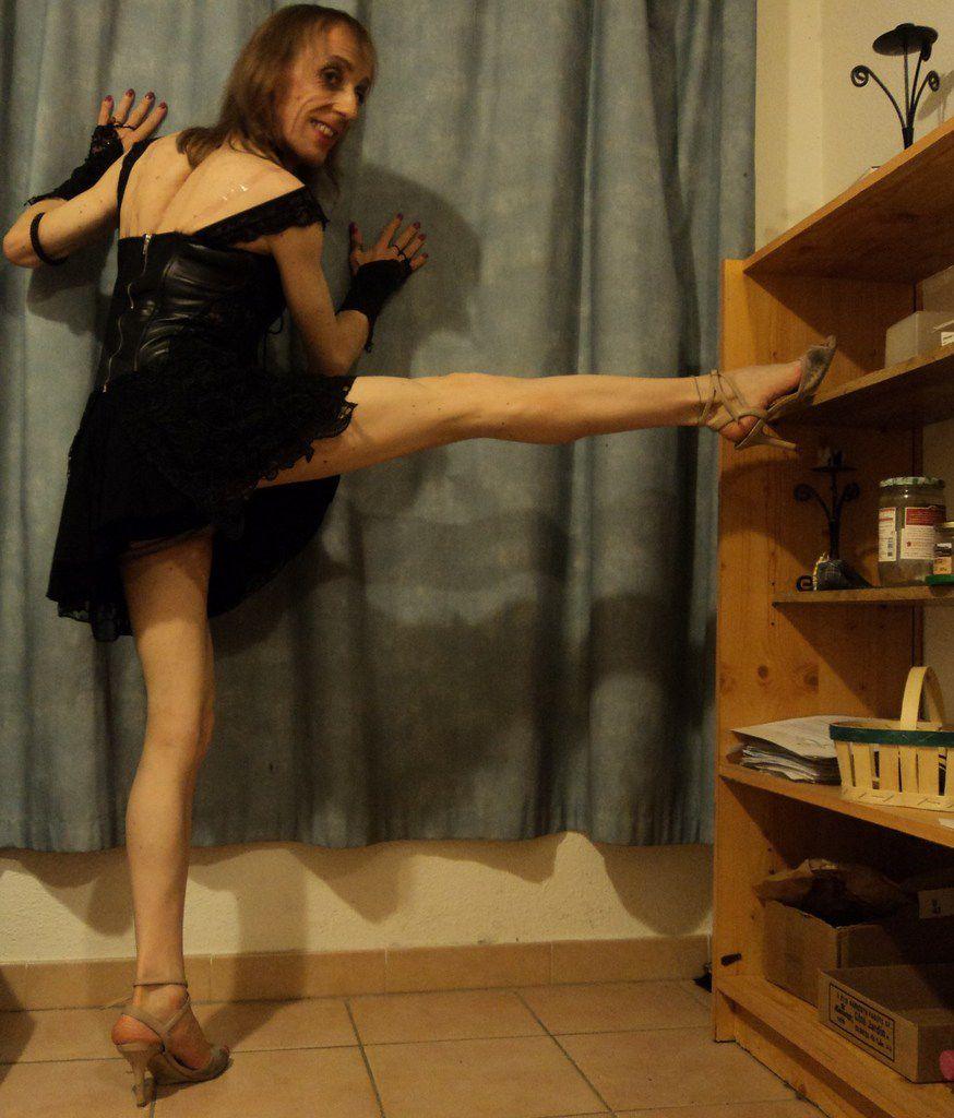 Transgenre Federica's Life: il aura été dur mon entraînement de soubrette tanguera. Oldschool training d'une t-girl