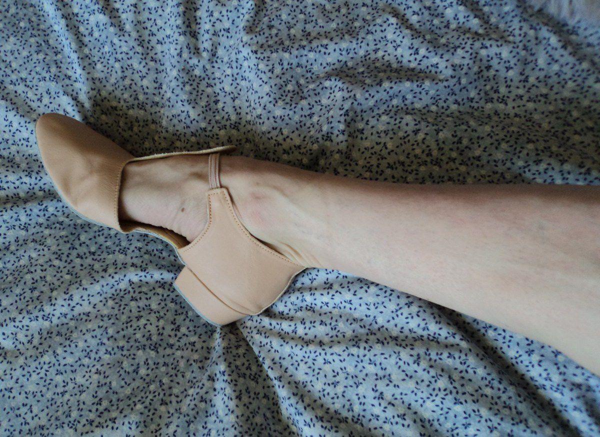 Ballerine confortable souple robuste qualité marque anglaise commandée sur internet. Chaussure plate danse tango