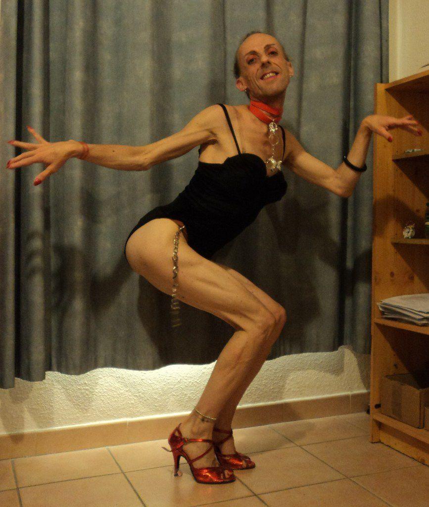 Vilaine danseuse tango-latina-kiz déhanchée chute de reins exagérée cambrure pour rencontre étreinte milonguera