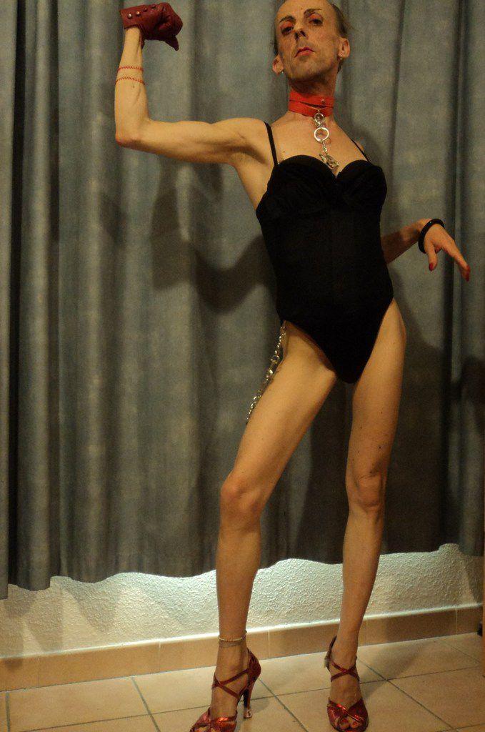Tango musclé encuentro viril abrazo porte-manteau, exagérer la cambrure des reins, faire la femme amoureuse, training
