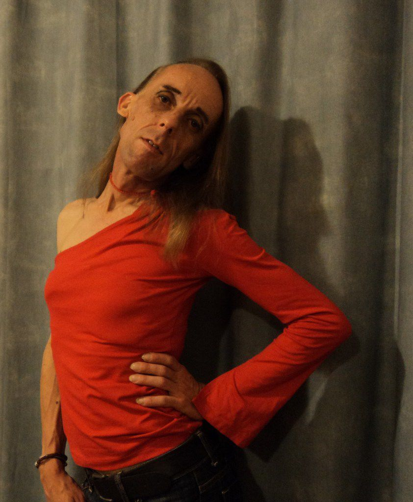 I am kizombero-salsero has-been now little thin gay look for tango partnair. I love tango. Red dress code french zone