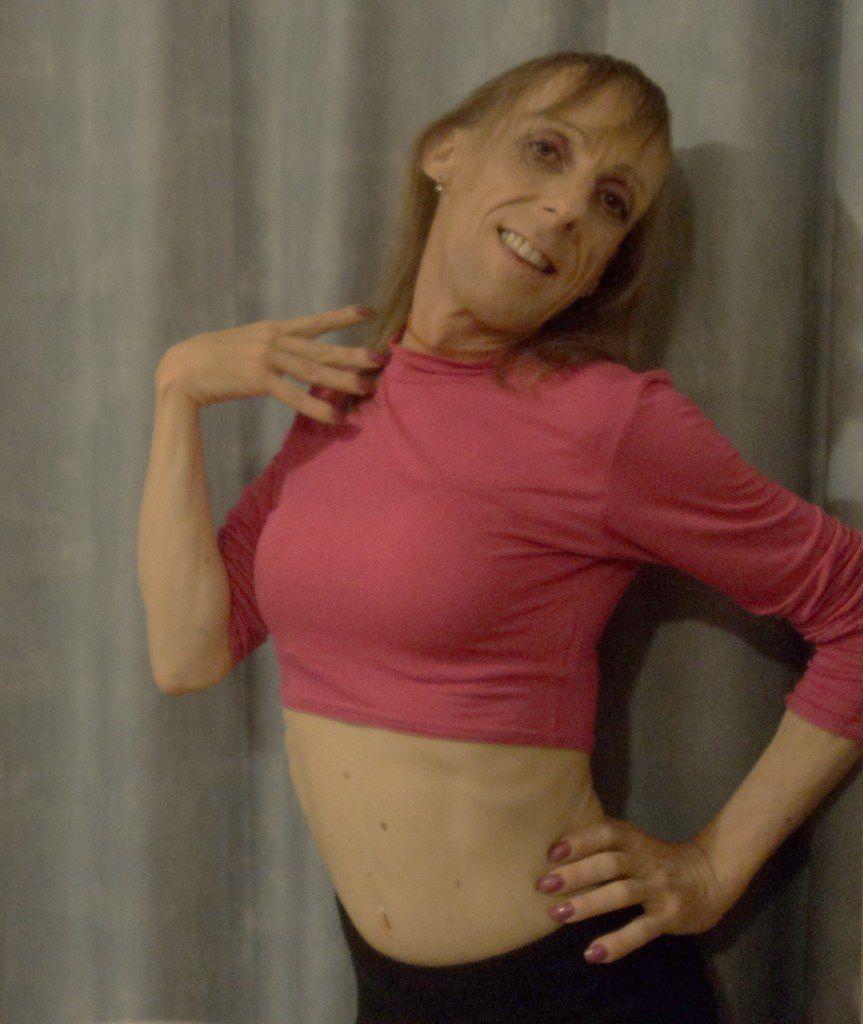 débardeur court rose fuchsia princesse du bal danse latine kiz salsa tango legging blond efféminé taille xs 1m60 45kg