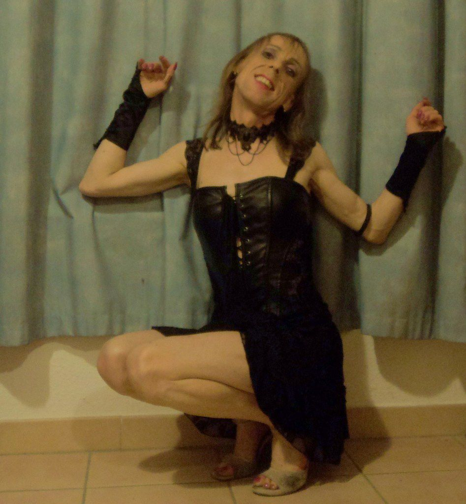 Little thin lovely loli gay 43 years old in south-eastern France fetish mistress looks for master. Queen tango dancer