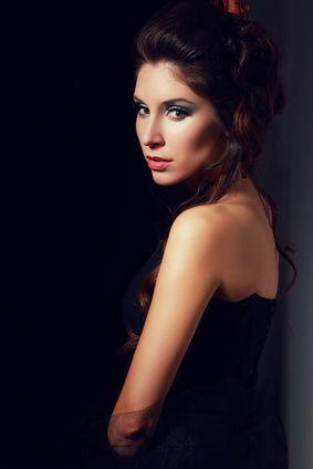 Pero si un mirar me hiere al pasar... mirada y cabeceo, perfume y amor de una mujer Por una cabeza tango argentino