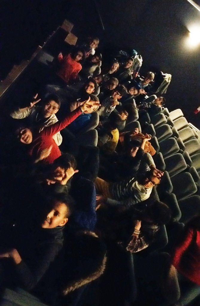 Les C.M.2 au théâtre de la clarté.