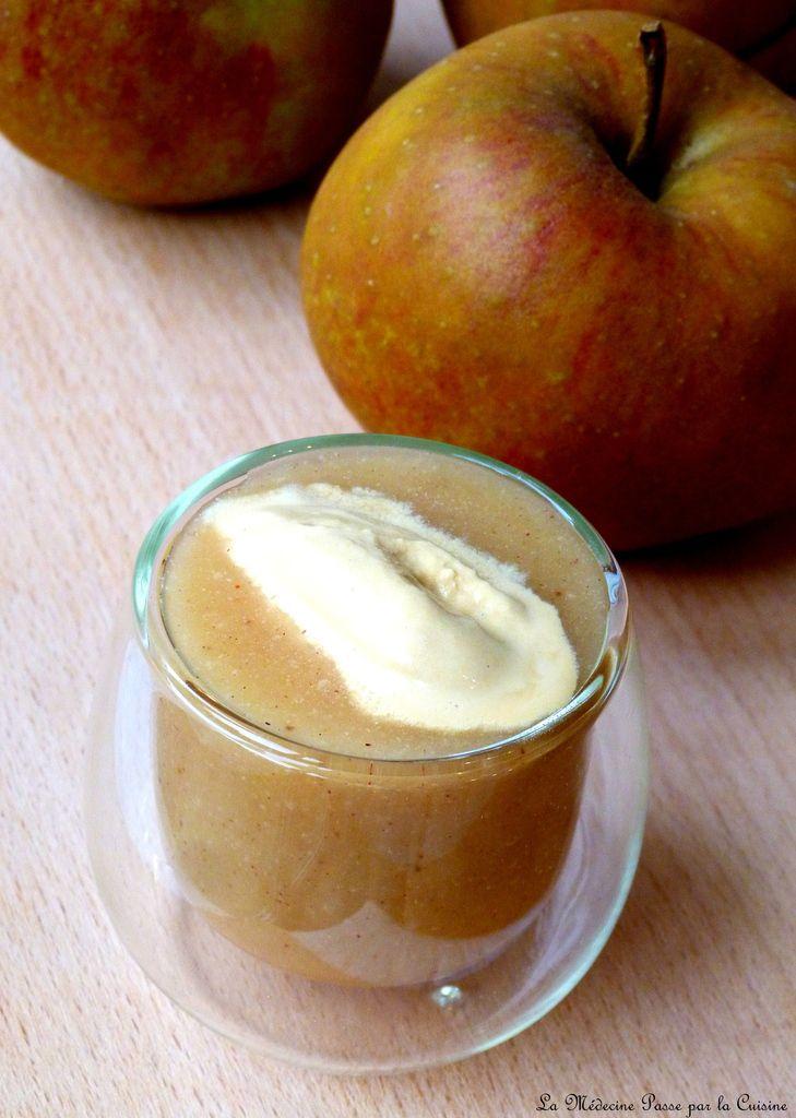 Dessert normand : soupe de pommes épicées, glace confiture de lait