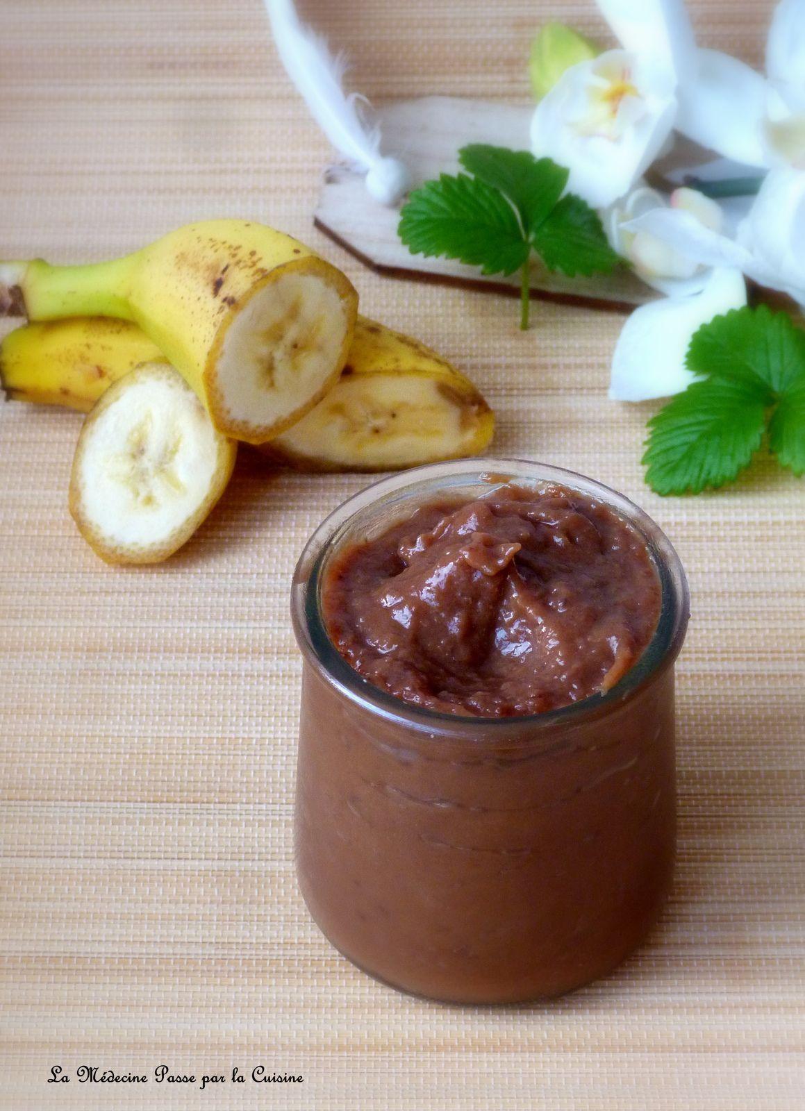 Confiture douce de bananes et chocolat au lait