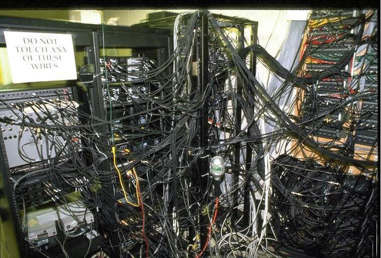 Du serveur dans le placard aménagé vers le datacenter