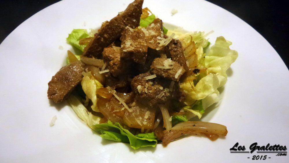 salade de foie de boeuf et oignons sauce au vin rouge