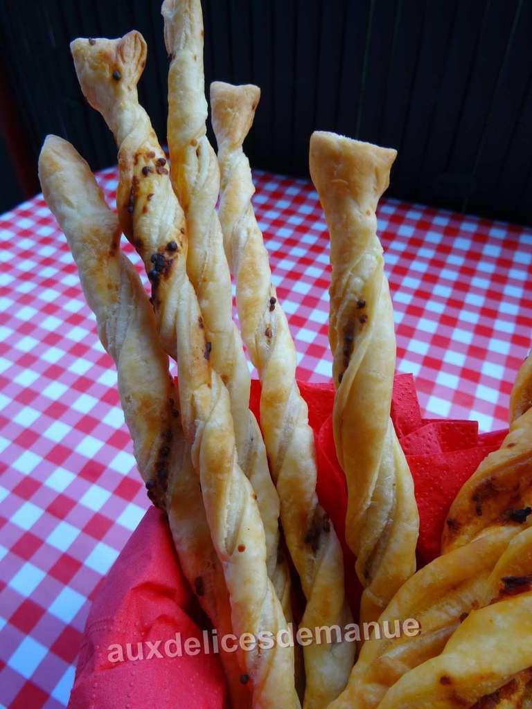Tortillons de pâte feuilletée au confit de tomates séchées ou graines de moutarde