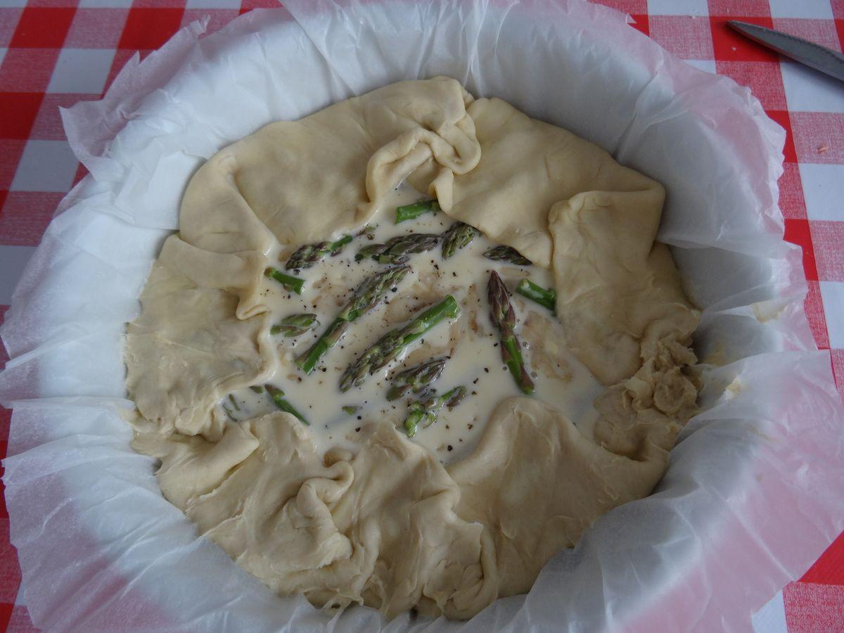 Feuilleté à tome fraîche et feta aux champignons et pointes d'asperges