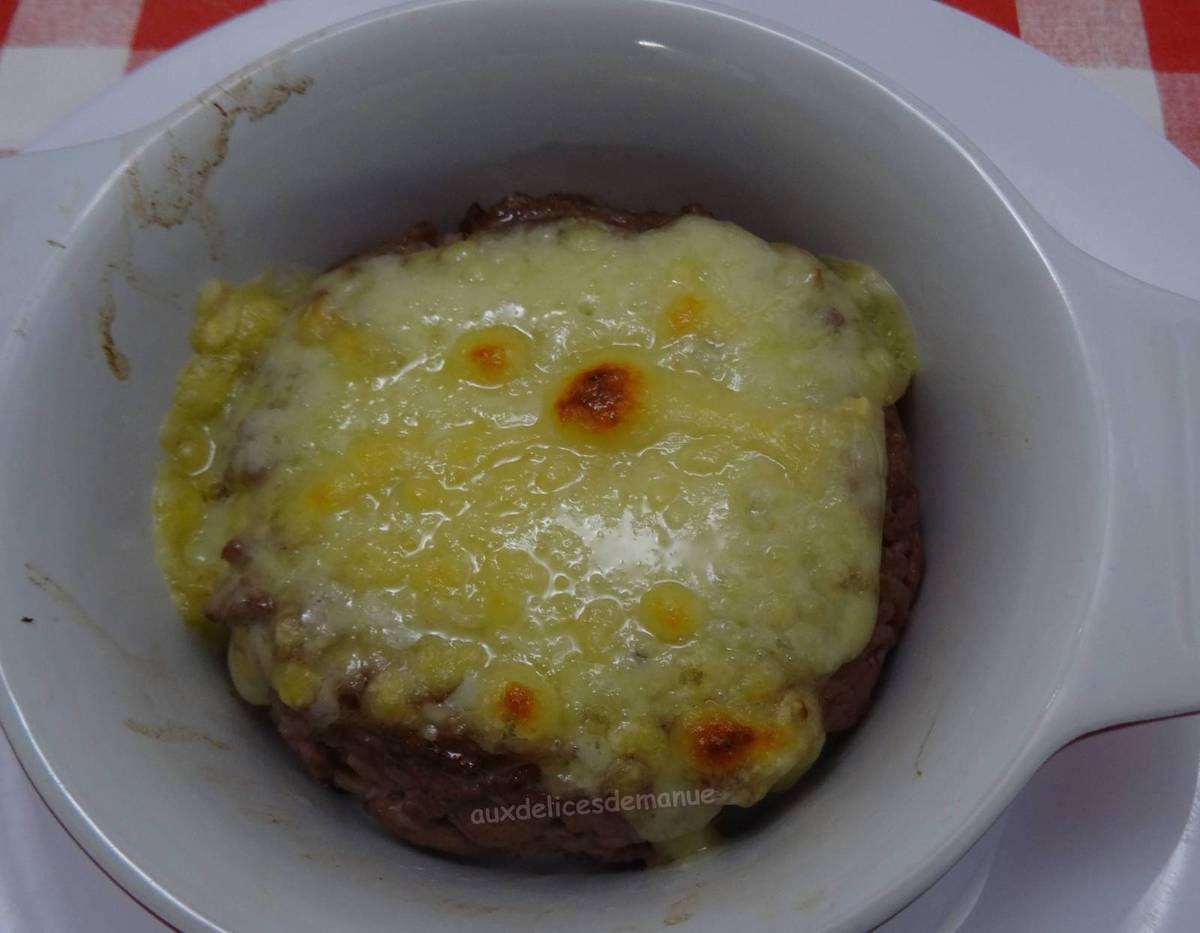 Steak haché façon tartare, gratiné au maroilles