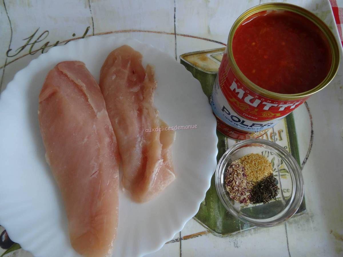 Blancs de poulet à la sauce tomate, gratinés