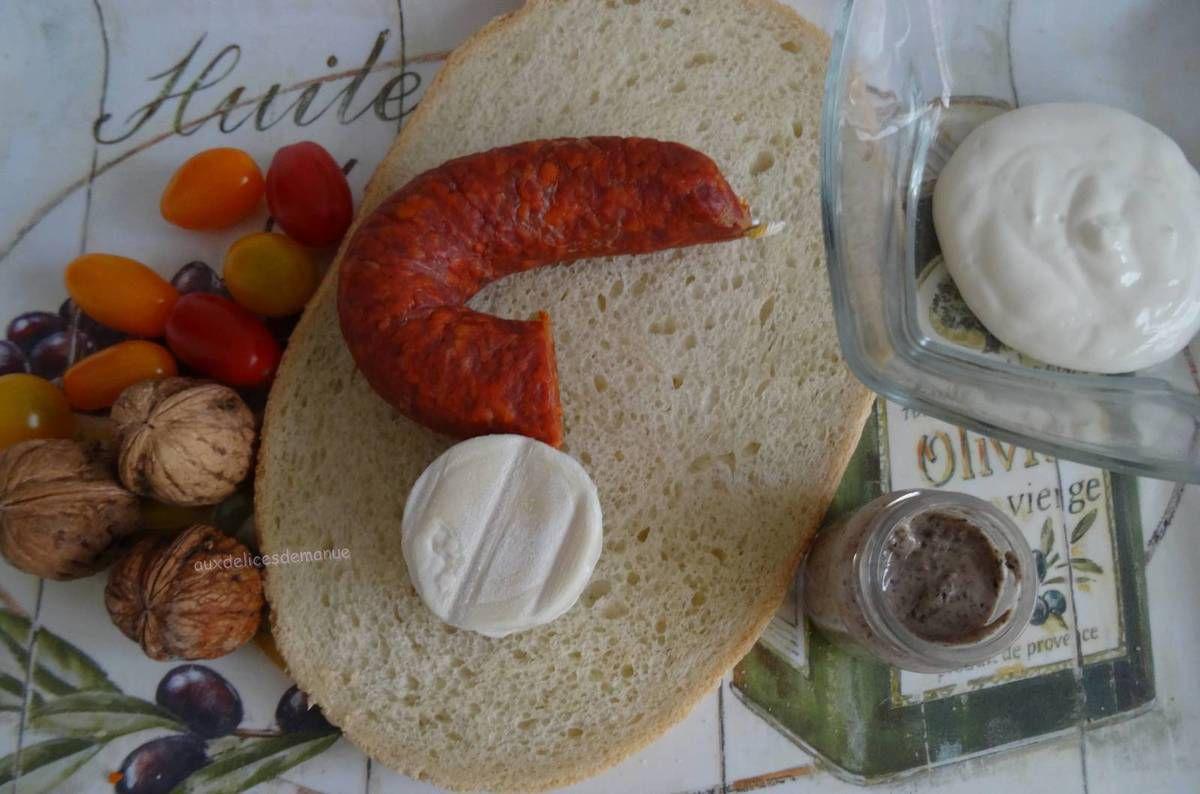 Bruschetta à la préparation aux truffes, chorizo, crottin et noix