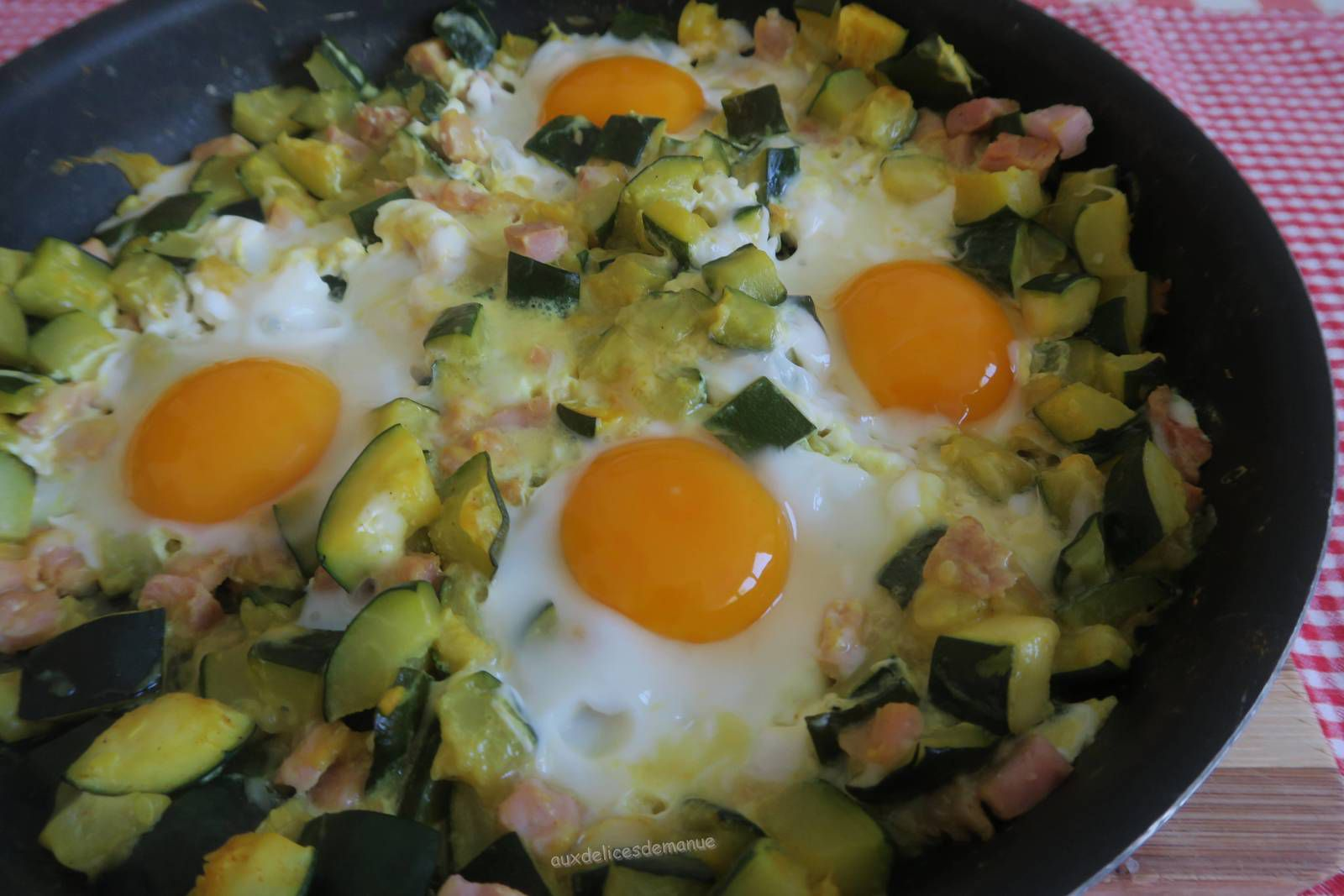 Courgettes au bacon et œufs - light