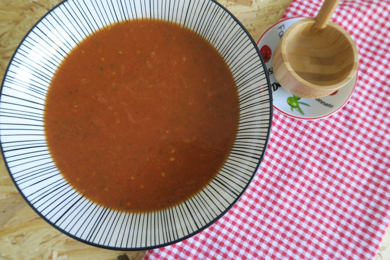 soupe, tomates, courgette, tomates charnues