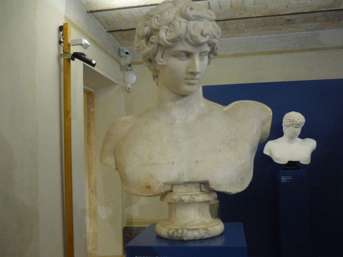 Buste d'Antinoüs, 1re moitié du IIe siècle