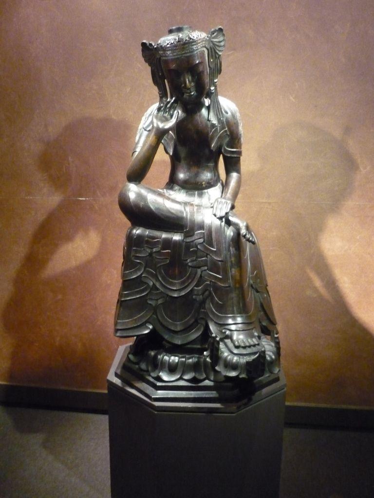 Bodhisattva (Maitreya in méditation), Japanese ou Koreyan, Bronze, 7th century.