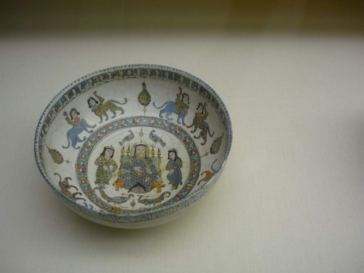 Bowl, Persia, Kachan, late 12th, early 13th century