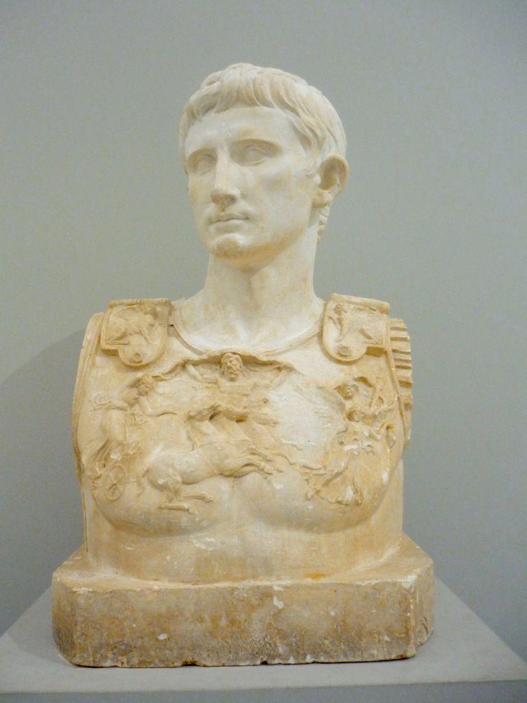 Busto de la estatua de Augusti Prima Porta 77 x 48 x 37 cm En los Museos Vaticanos