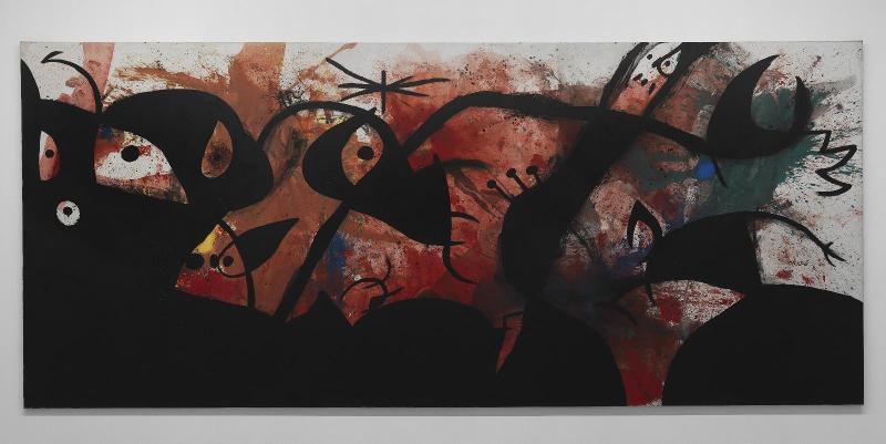 Joan Miró (1893 - 1983),  Personnages et oiseaux dans la nuit, 19 janvier 1974, Huile sur toile, 274,5 x 637 cm, Œuvre réalisée à Palma de Mallorca, Don de l'artiste, 1977 © Internet