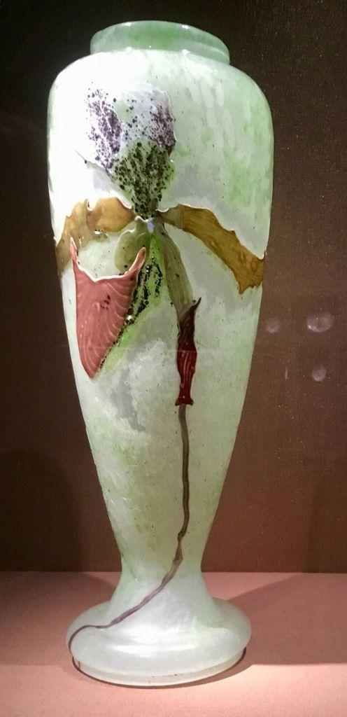 E. Gallé, Orchidée, Vase, verre multicolore rehaussé d'une opale, marqueteries de verre et ciselure à la meule