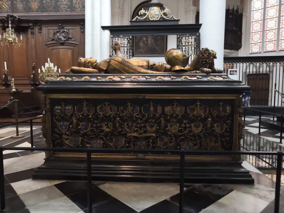 Mausolées funéraires de Marie de Bourgogne (Jan Borreman, entre 1495 et 1502) et de Charles le Téméraire (Jacob Jonghelinck, 1562)