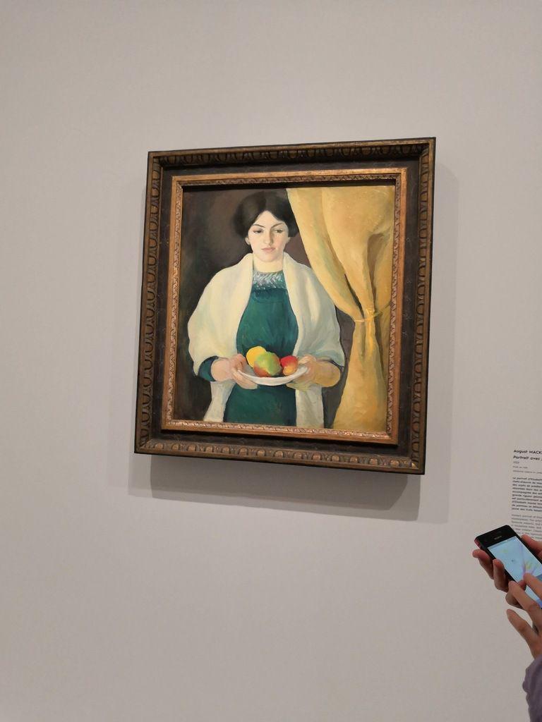 August Macke, Portrait avec pommes [portrait d'Elisabeth, l'épouse du peintre], 1909, Huile sur toile, 66 x 59,5 cm, Städitische Galerie im Lenbachhaus und Kunstbau, Munich