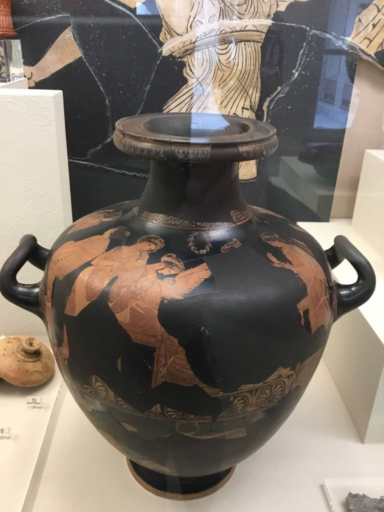 Red-figure hydria by the Meidias Painter with a depiction of Helen and her sisters (430 BC)