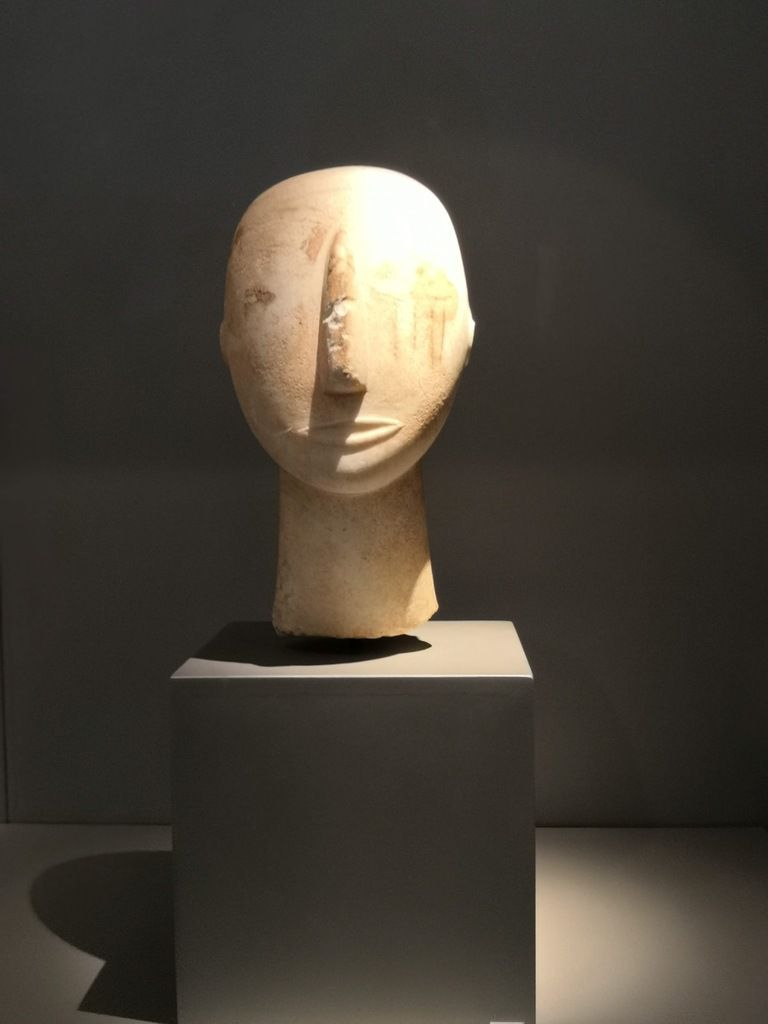 Head of a cycladic statue. Parian marble. Found on Amorgos. Early Cycladic period (Keros-Syros culture). 2800-3000 BC.
