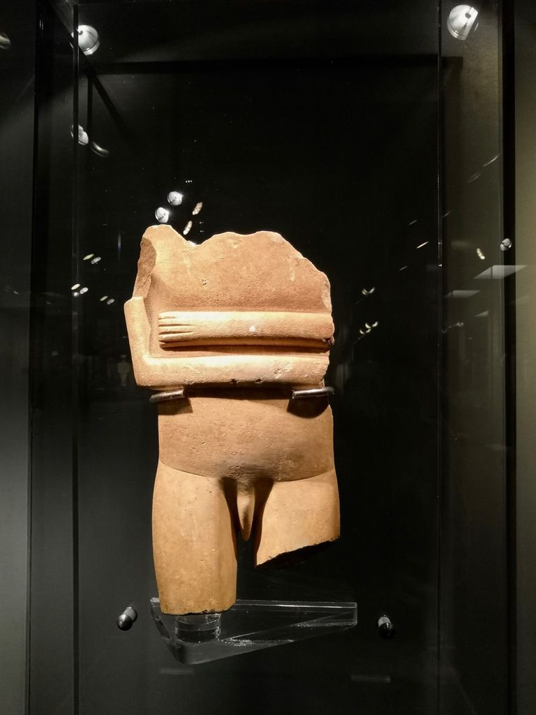 Trunk and thighs ot a male statue. EC II period, Syros phase (2800-2300 BC)
