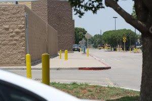 Des éléments suggèrent que des magasins Walmart pourraient être des centres de transit pour les camps de la FEMA