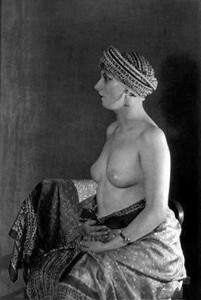 Man Ray - Kiki de Montparnasse dans une variante du Violon d'Ingres 1926