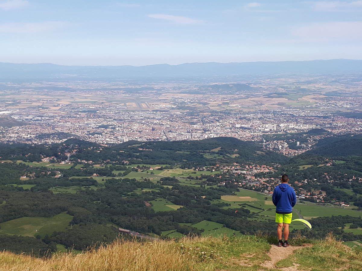 Les vacances d'Actu : au sommet du Puy de Dôme , Actu , roi du Monde !