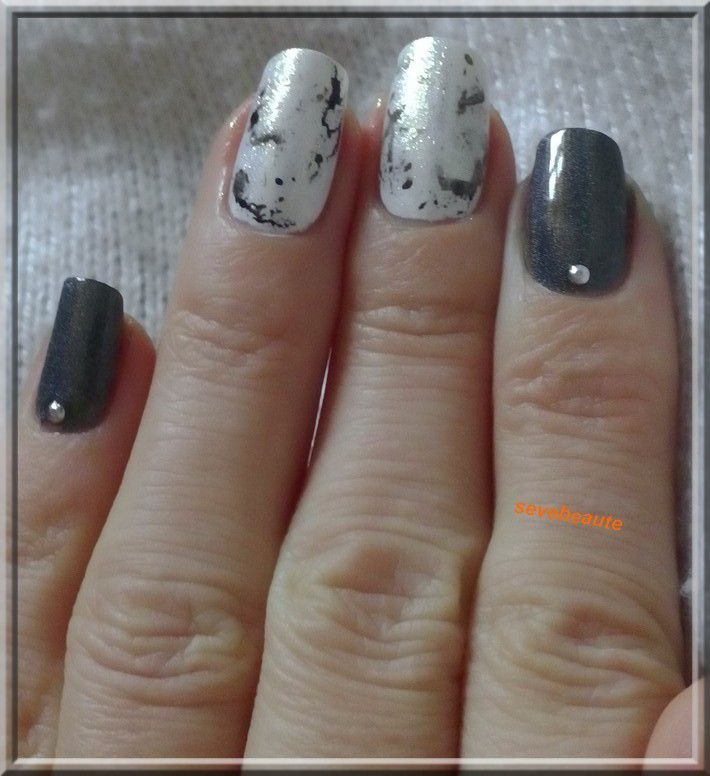 nail art effet marbre la passion de la beaut. Black Bedroom Furniture Sets. Home Design Ideas